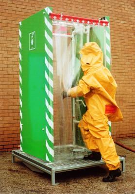 Douche de décontamination en deux étapes